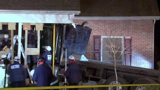 Catch Up Quickly: Flatbed Truck Crashes into Home