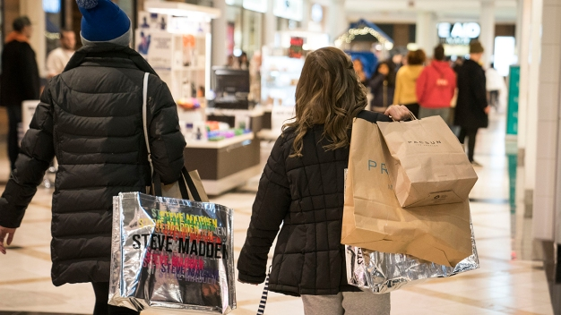 Shoppers Rise and Shine for Holiday Deals