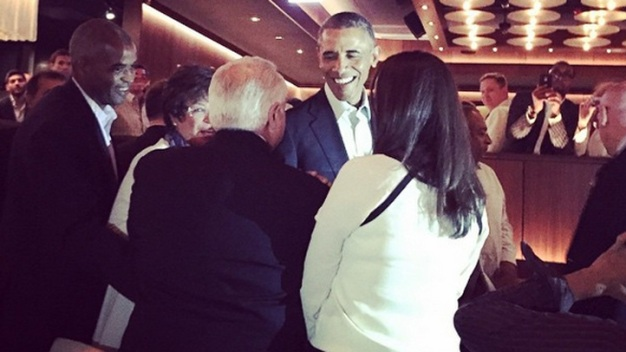 Obama Surprises Diners at Chicago Steakhouse