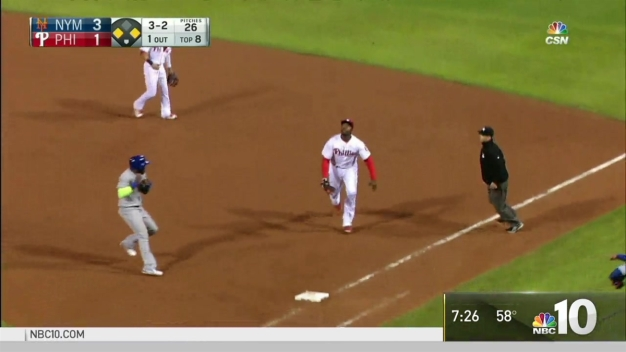 Ryan Howard's Miscue as Pop-Up Bounces Off First Base
