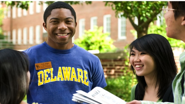 UDel Students Arrive as School Searches for New President