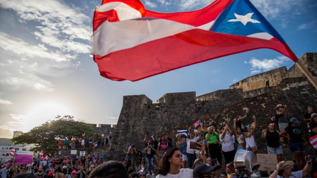 Puerto Ricans Try to Forge Movement to Oust Governor