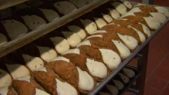 A Cannoli-Filled South Philly Christmas Eve Tradition