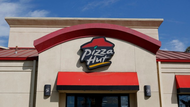 2 Ex-Delivery Drivers Sue Pizza Hut Over Fees