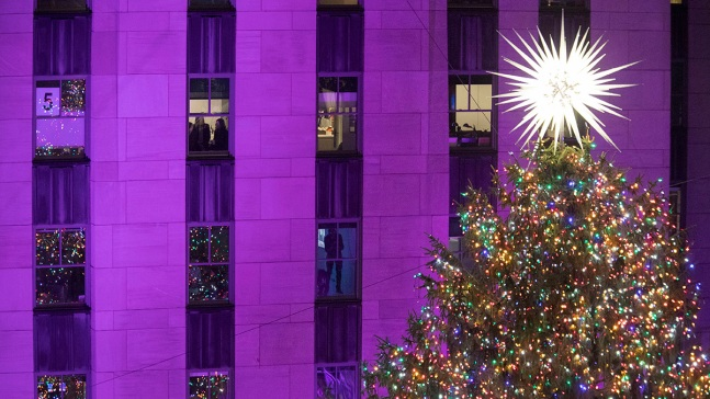 Christmas in NY: Rockefeller Center Lights Christmas Tree