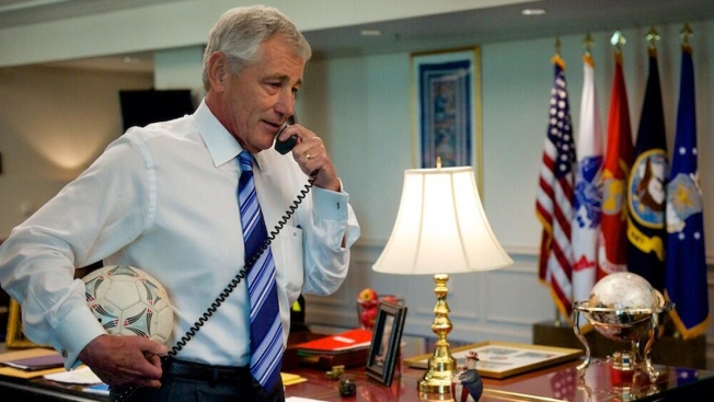 Secretaries of Defense: Hagel Calls to Thank Tim Howard