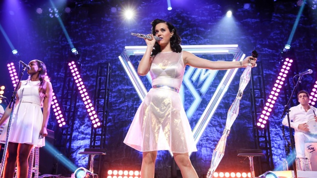 Katy Perry Leapfrogs Justin Bieber as Most Followed Person on Twitter