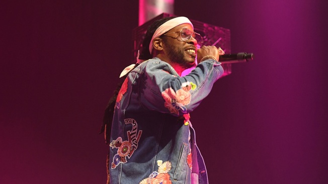 2 Chainz Takes Stage in Pink Wheelchair After Breaking Leg