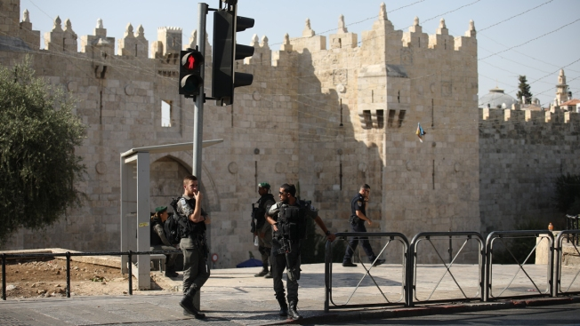 Palestinian Gunmen Kill 2 Israeli Police at Jerusalem Shrine