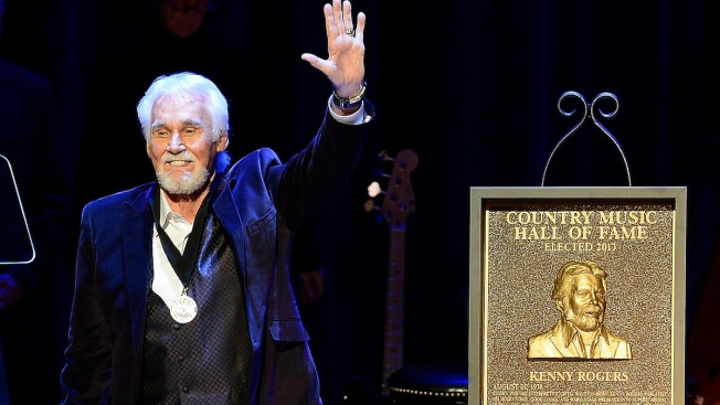 Kenny Rogers Inducted Into Country Music Hall of Fame