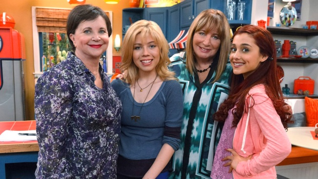 Penny Marshall, Cindy Williams Together Again