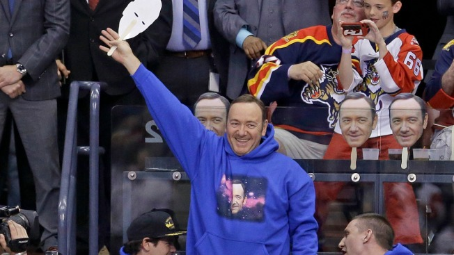 'House of Cards' Star Dons 'Spacey Facey' Mask at Panthers Game