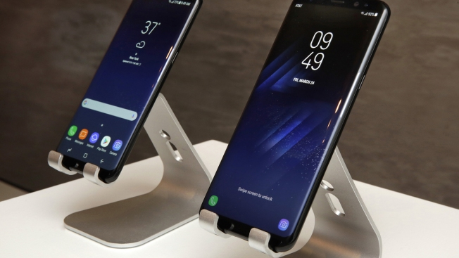 Samsung Seeks to Lure Back Buyers With Sleek S8 Smartphone