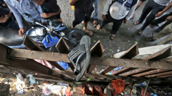 Stampede on Indian Pedestrian Bridge Kills at Least 22