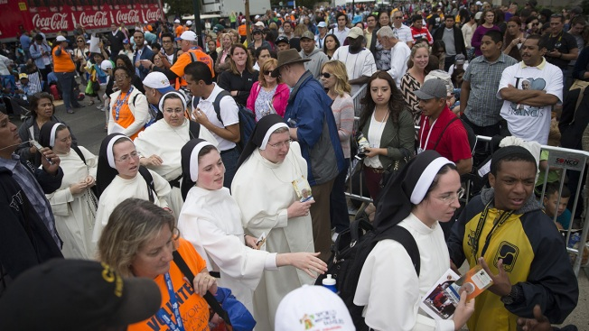 Hour Long Lines for Papal Pilgrims Attending Parkway Mass Leads to Secret Service Warnings