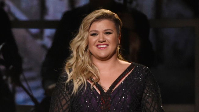 Kelly Clarkson Shares Epic 'Game of Thrones' Family Christmas Card