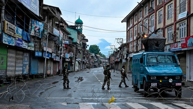 Indian Authorities Begin Easing Clampdown in Kashmir