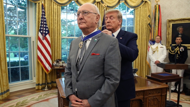 [NATL] Top Sports Photos: Celtics Legend Receives Medal of Freedom, and More
