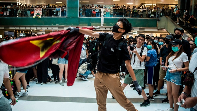 Hong Kong Protesters Trample Chinese Flag, Set Street Fires