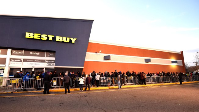 As Shoppers Mobilize on Thanksgiving, Retailers Branch Out