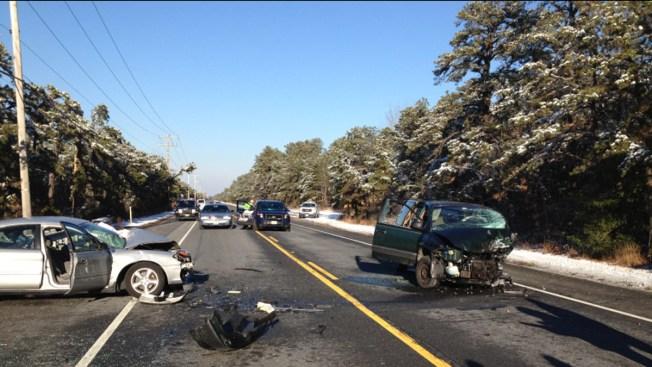Man Killed, 2 Women Hurt in 3-Car Crash