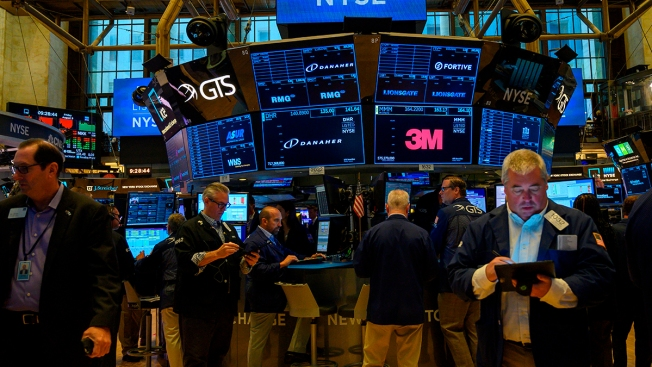 Stocks Fall Again on Trade-War Worries, Capping a Wild Week