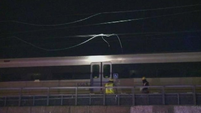 Power Line Falls on NJ Train, Strands 1,000 Riders