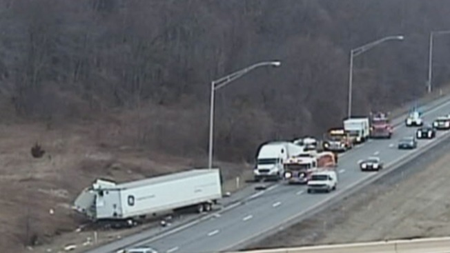 1 Hurt After Tractor-Trailers Crash on I-95