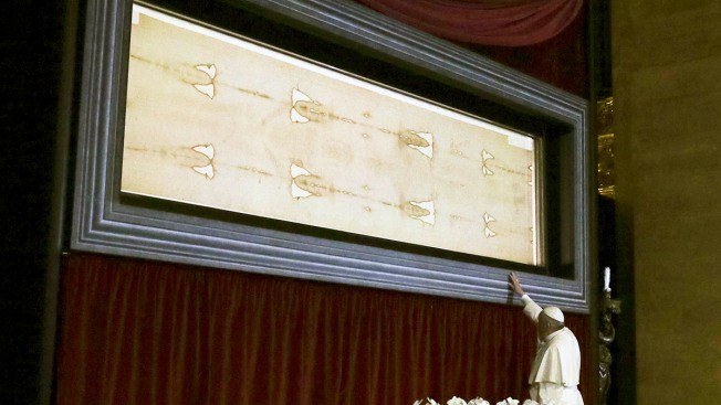 Pope Francis Prays Before Shroud of Turin