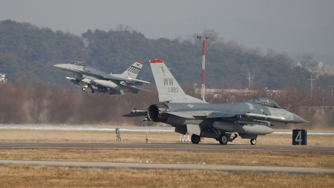 US Fighter Jet Dumps Fuel Tanks Near Fishermen in Japan Lake