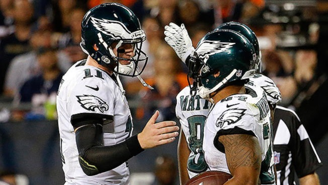 QB Wentz leads Eagles to 29-14 win over Bears