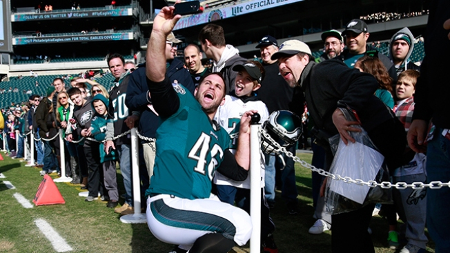 Several of His Ex-teammates Remember Favorite Jon Dorenbos Stories