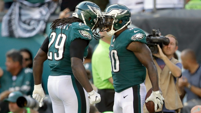 For a Change, Eagles Commit to Run Game in Emotional Win Over Giants