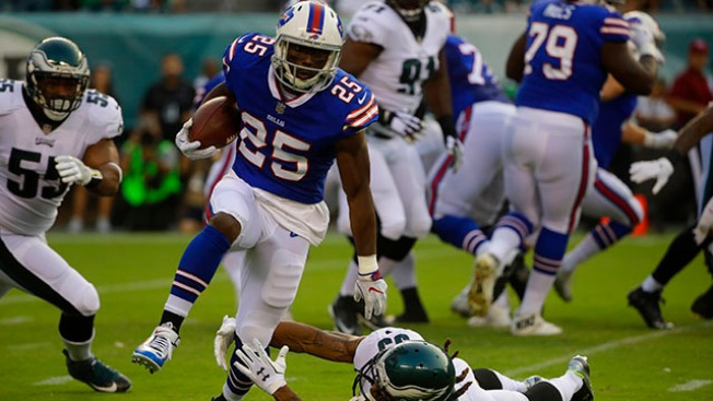 Eagles' first-team offense struggles in win over Bills