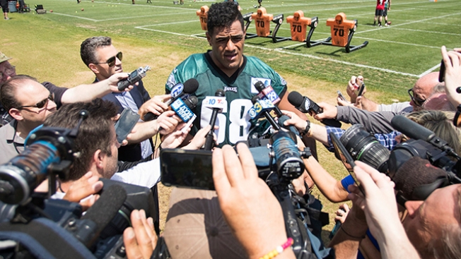 Veterans Helping Jordan Mailata Make Transition From Rugby to NFL