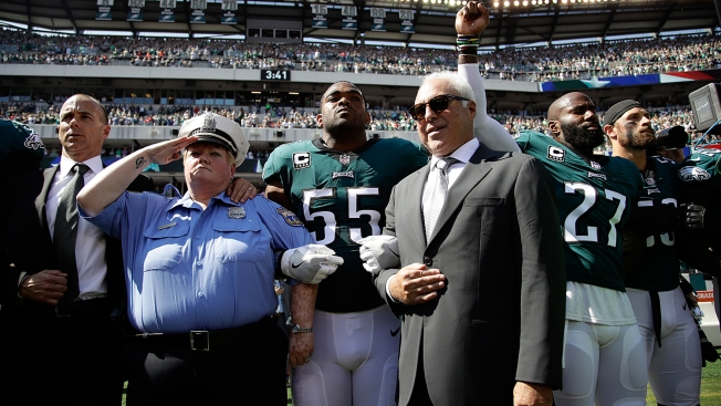 Eagles Players Coaches Front Office Executives Lock Arms Before Game