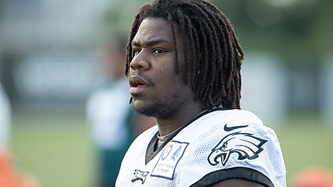 Eagles rookie backtracks on anthem boycott vow