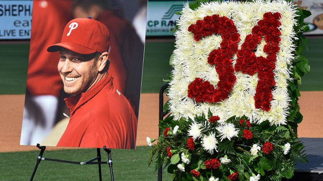 Teammates get emotional at Halladay memorial