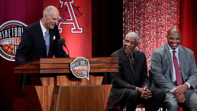 In Classy Naismith Memorial Basketball Hall of Fame Enshrinement Speech, Bobby Jones Thanks the Refs