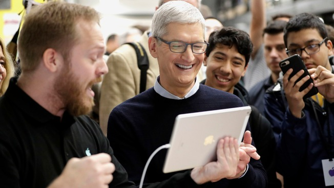 Apple Unveils Pencil Support for $329 iPad at Chicago Education Event