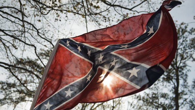 Confederate monuments: Virginia mayor condemns 'KKK-style' rally