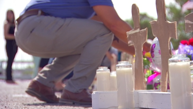 'El Paso Strong': Thousands Attend El Paso Memorial for Shooting Victims