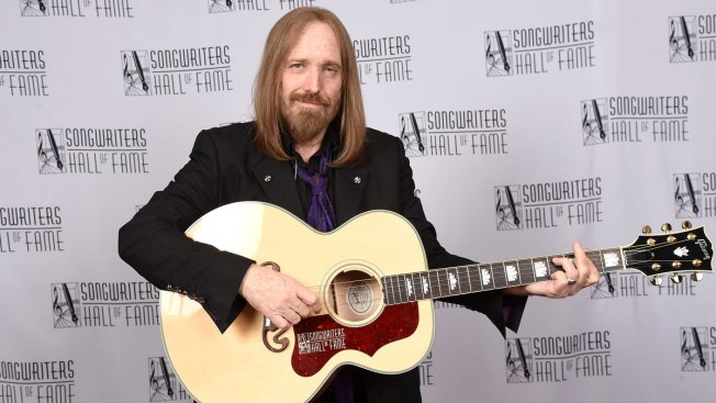 United States  rocker Tom Petty reported 'clinging to life'