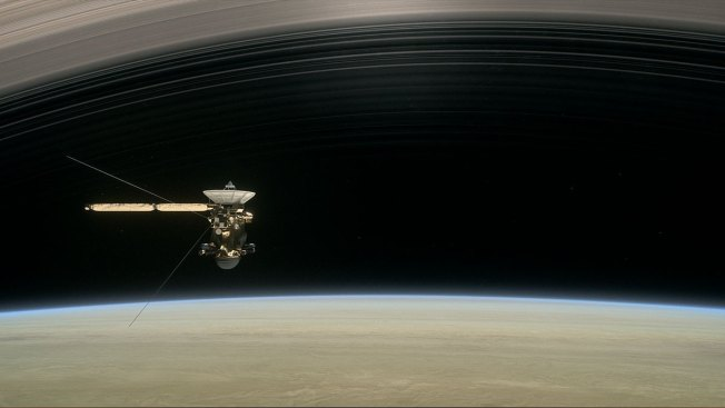 Cassini's first dive between Saturn and its rings successful