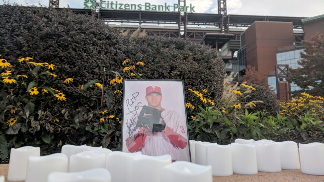 Phillies Fans Pay Tribute to Roy Halladay
