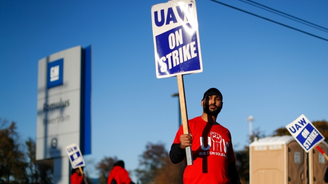 GM Workers Worry About Paying Bills as Strike Continues