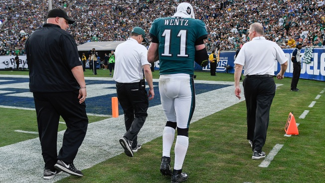 Eagles QB Wentz out for season with torn ACL