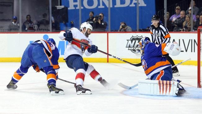 Halak Saves 46 Shots in Islanders' Win