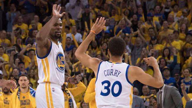 NBA Playoffs: Warriors Come Back From 25 Down to Beat Spurs in Game 1
