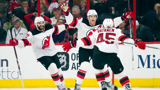 Hall's Late OT Goal Helps Devils Keep Pace With Flyers